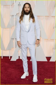 wpid-jared-leto-oscars-red-carpet-02.jpg